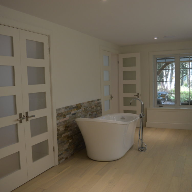 Master Ensuite in the Basement 1